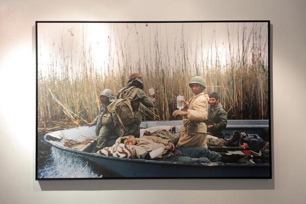 پیوند بین نسل ها با عکس های میدان جنگ
